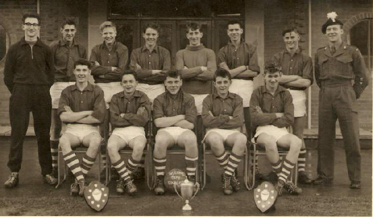 CWRT-Y-GOLLEN FOOTBALL WINNERS 61/62